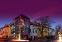 The Twelve Hotel, Barna